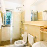 Three-room apartment for 4 people bathroom
